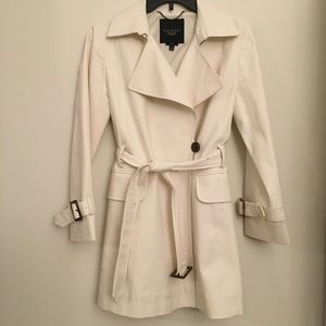 🎉HP🎉 1/7 Talbots Cream Trench Coat Petite Size 2